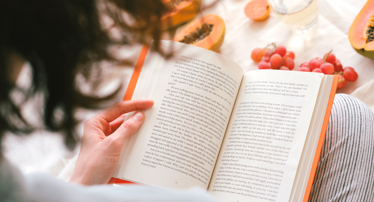 4 REASONS WHY YOU SHOULD READ A BOOK TODAY