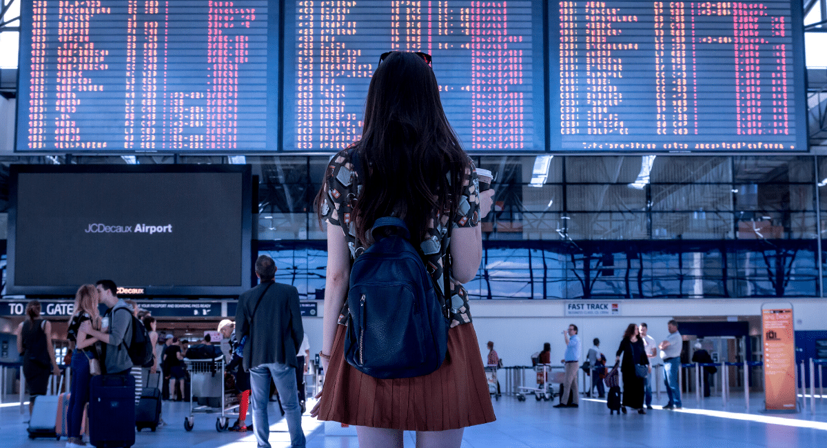 8 THINGS I ALWAYS DO WHEN I TRAVEL
